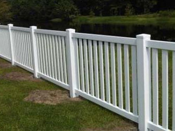 Closed top vinyl fence